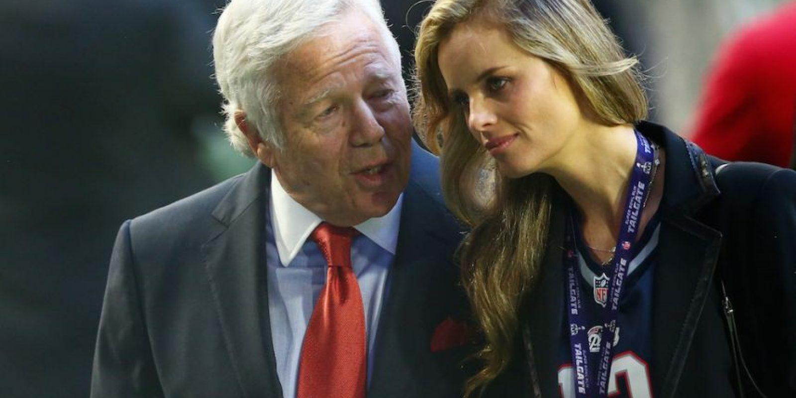 Gisele Bündchen junto al magnate Robert Kraft. Foto:Getty Images