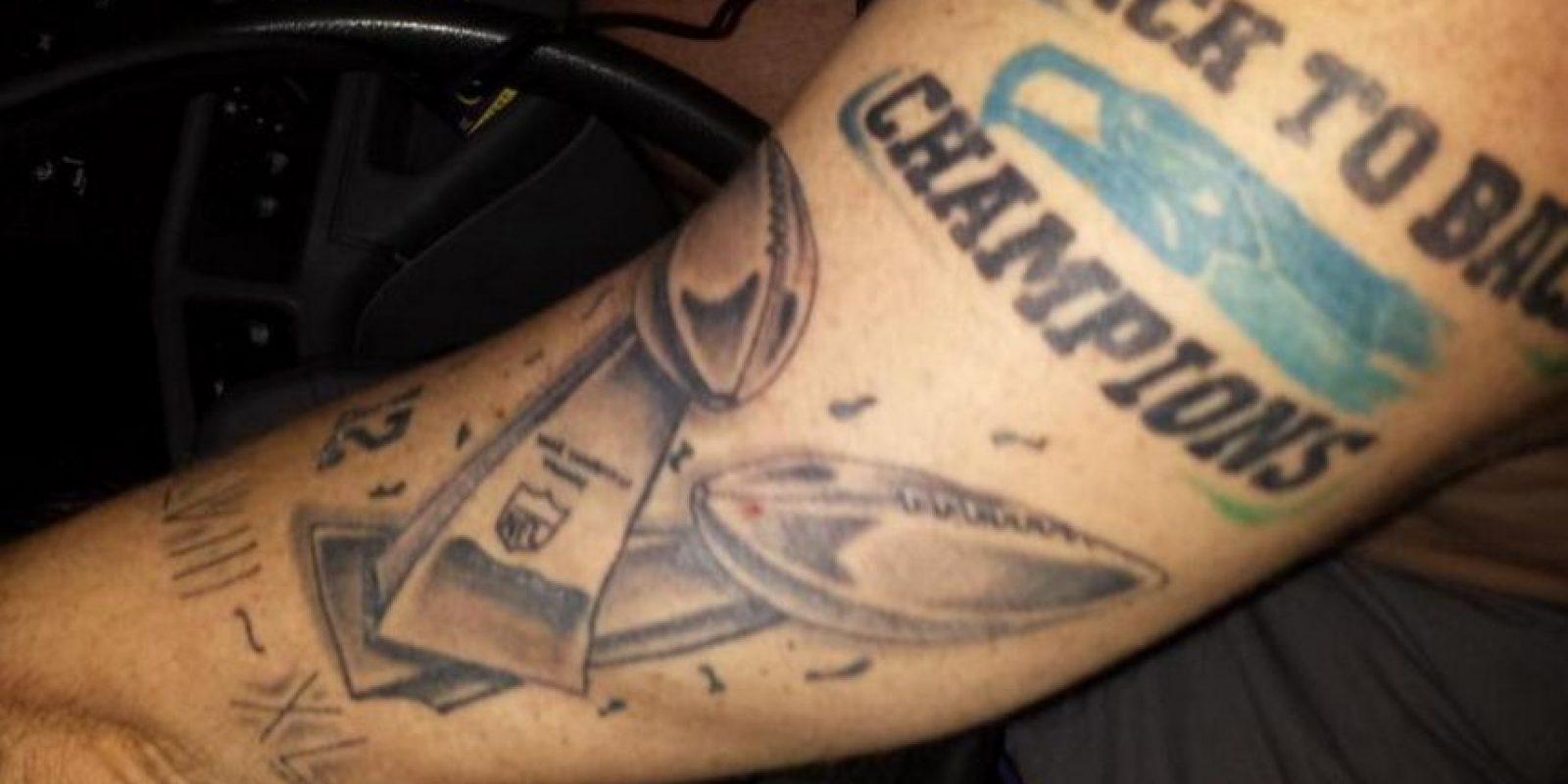 El tatuaje se lo realizó antes de que iniciara el partido. Foto:Twitter