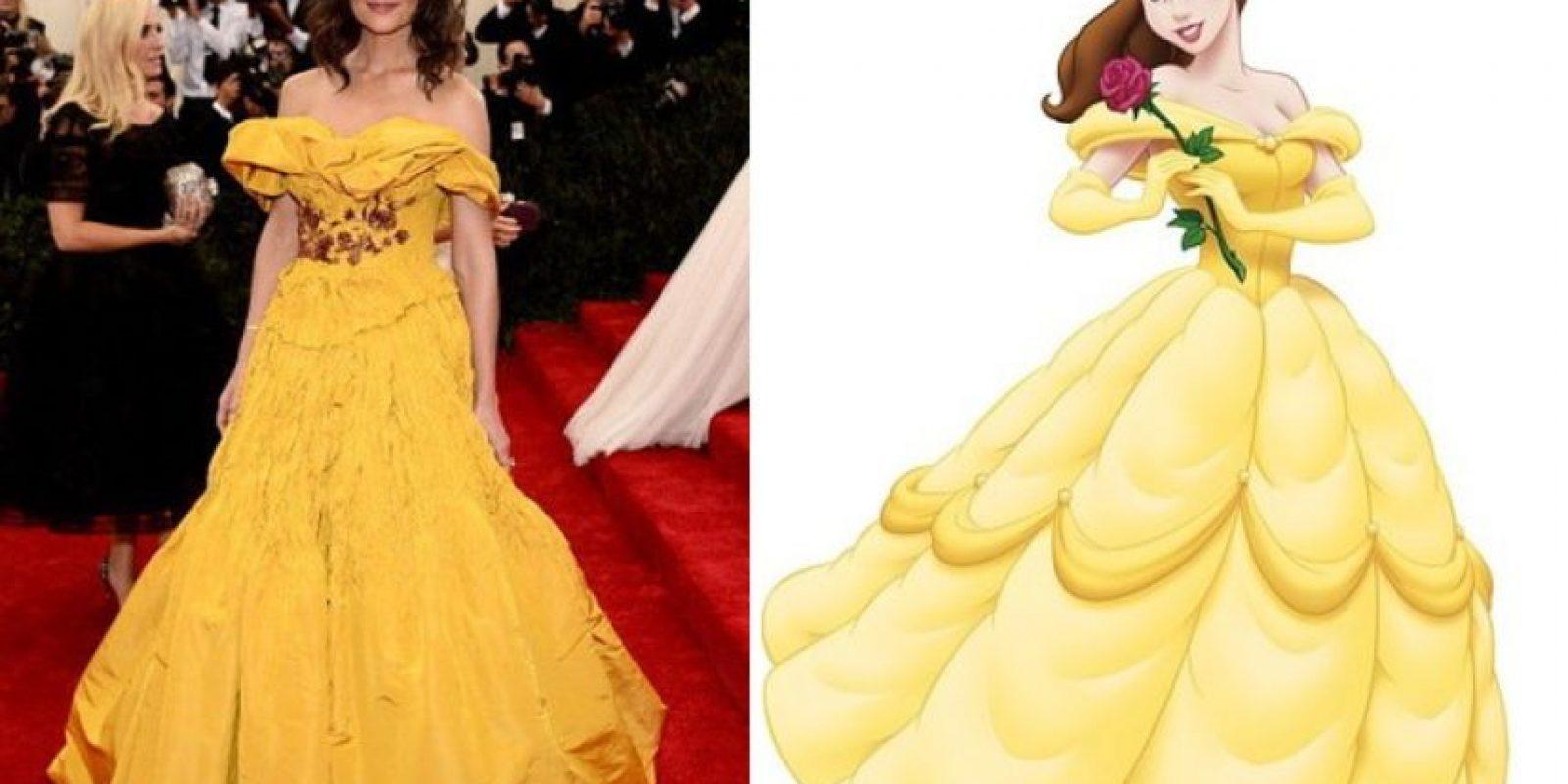 Katie Holmes y Bella. Con un vestido peor. Foto:Twitter
