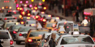 11. Utilicen aplicaciones móviles para verificar el tránsito en su zona: Antes de iniciar su marcha les podrían a planear rutas alternas Foto:Getty Images