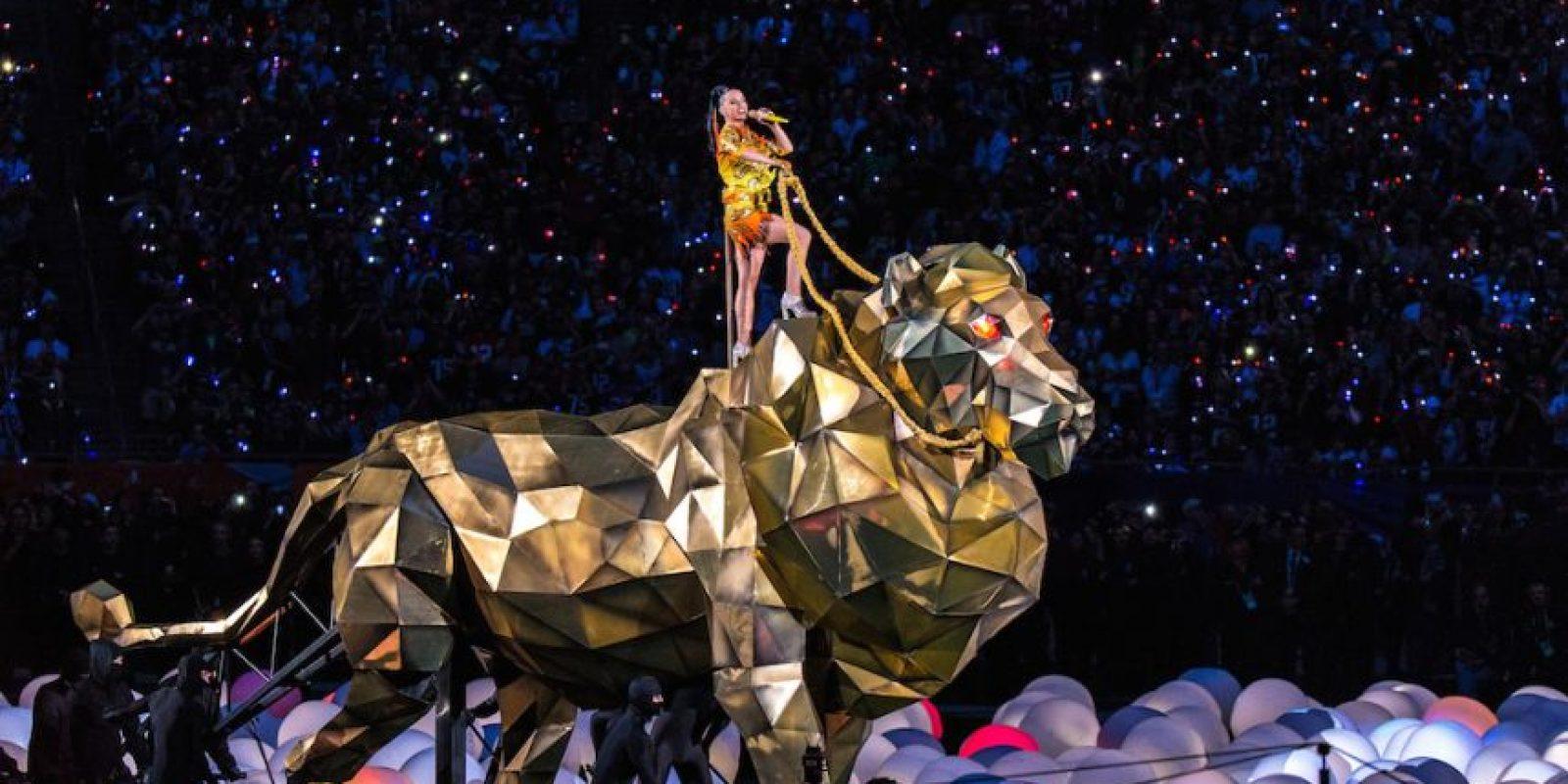 """Parathios de igual forma aseveró que """"Estaba montado en un enorme cuadro de acero con ruedas. El león por sí mismo era un material ligero pero fuerte, No era exactamente mecánico porque tenía a cuatro personas empujándolo y otras cuatro operando las patas"""". Foto:Getty Images"""