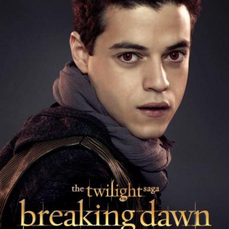 Alanna Smith cuenta la vida de Benjamin, un vampiro que puede controlar a los cuatro elementos (agua, tierra, fuego, aire). Foto:Facebook/Twilight Saga