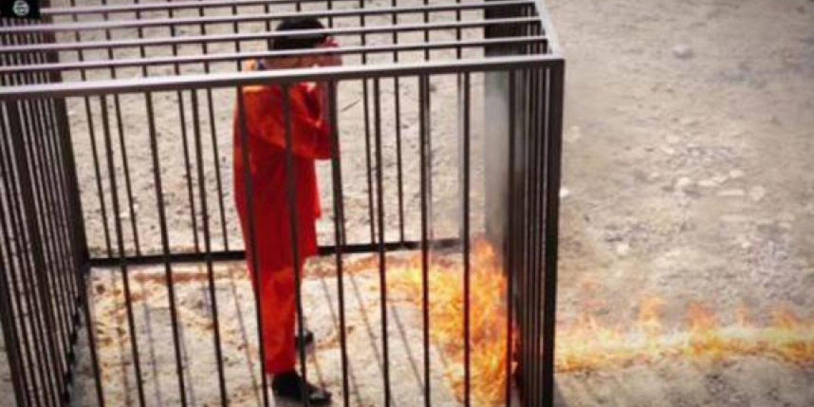 El piloto jordano Muaz Kasasbeh, quemado vivo por el grupo yihadista Foto:Twitter