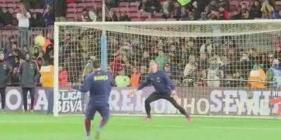 Leo Messi tiró al arco durante el calentamiento. Foto:Vine