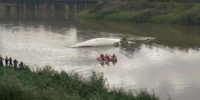 VIDEO. Momento en el que el avión de pasajeros cae a un río en Taiwán