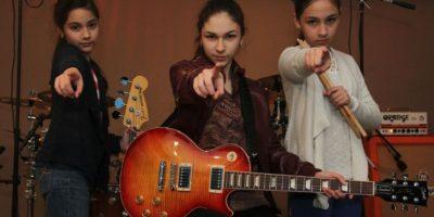 Dany, de 15 años, toca la guitarra; Pau, de 12, la batería; y Ale, de 10, es la encargada del bajo. Foto:Israel Salazar / Publimetro