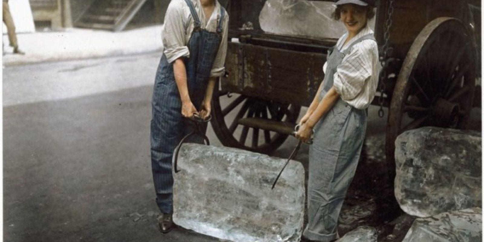 Cargadores de hielo en 1918.