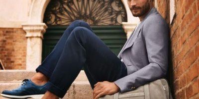 Dornan, como Christian Grey, sí que sabe lucir los trajes. Foto:Vogue