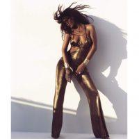 """Rihanna posó para la nueva edición de la revista """"Harper Bazaar"""" Foto:Instagram/badgalriri"""