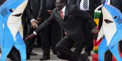 #MugabeFalls y 5 caídas de líderes mundiales que hicieron reír al planeta