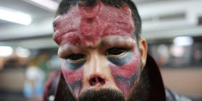 FOTOS: Este hombre se quitó la nariz para parecerse a este súper villano
