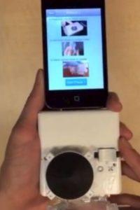 El accesorio, que cabe en una mano, tiene un costo de fábrica de 34 dólares Foto:Vía Youtube: Sia Lab