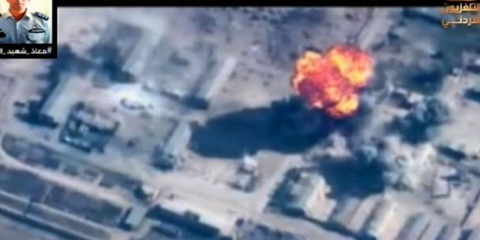 Imágenes difundidas por la televisión de Jordania muestran los primeros ataques del país Foto:AFP