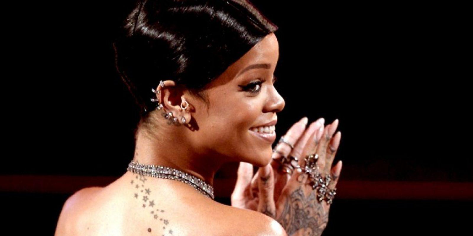 """En su entrevista, Rihanna bromea sobre la dificultad de mantenerse delgada. Y cuando le preguntan cómo sería un día perfecto respondió: """"El día que me despierte sin celulitis"""". Foto:Getty Images"""