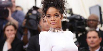 """""""Colapsé porque era una bebé de playa así que cada vez que venía una peli de Tiburón, me alejaba durante meses de la playa o me quedaba en la arena"""", compartió Rihanna Foto:Getty Images"""
