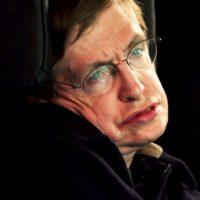 Hawking también comparte la característica de un rostro delgado y una nariz alargada. Foto:Getty Images