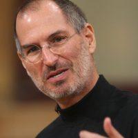 Steve Jobs contaba con esta característica. Su rostro era delgado y sus ojos entre sí tenían corta distancia, otra caracerística más de los líderes. Foto:Getty Images