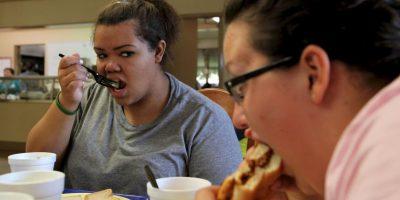 Hay personas con mayor predisposición a acumular la grasa en el abdomen y caderas. Foto:Getty Images
