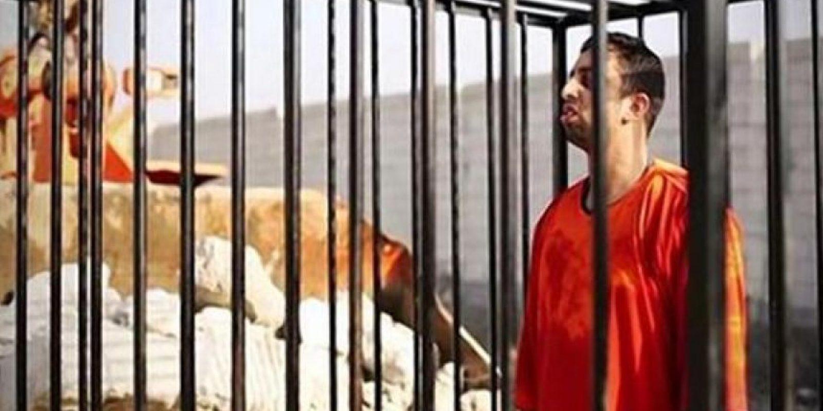 Momento de la ejecución del piloto jordano Moaz al-Kasasbeh Foto:Twitter