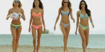 """VIDEO: La sensualidad de los ángeles de Victoria""""s Secret jugando vóleibol"""