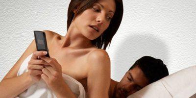 Es frecuente que el celoso (a) recurra a interrogar a su pareja constantemente, esto desgasta, genera mucha frustración y alejamiento en la relación. Foto:Tumblr.com/tagged-celos