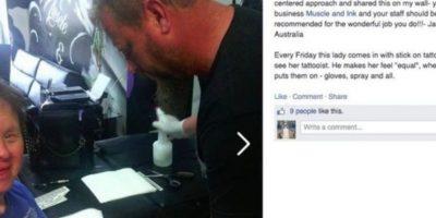 Este hombre tatúa a una mujer con Síndrome de Down todos los viernes. Foto:Facebook