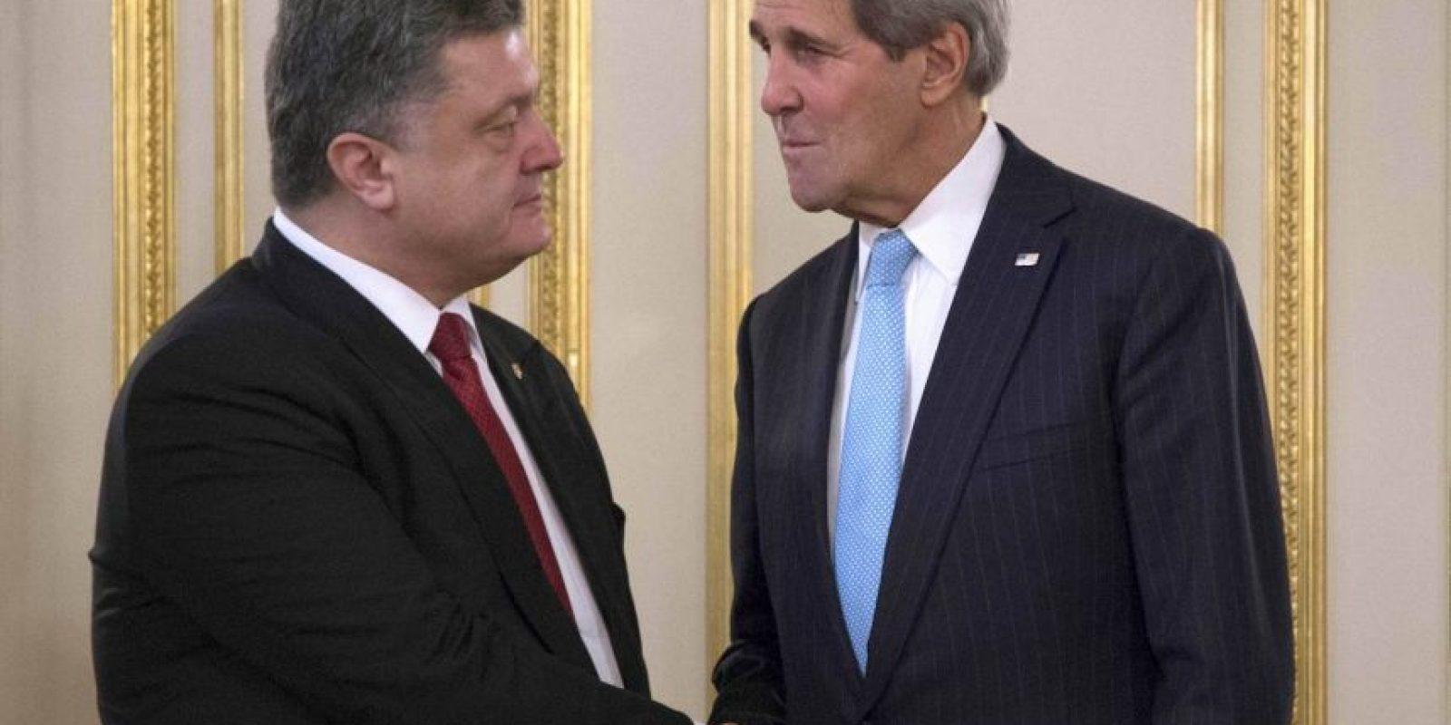 Poroshenko también ha dialogado con el Secretario de Estado de EU, Jhon Kerry. Foto:AP