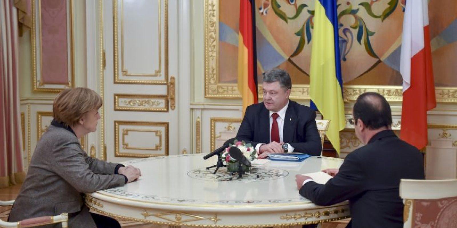 Las conversaciones entre Merkel y Hollande con Poroshenko se llevaron a cabo a puerta cerrada. Foto:AP