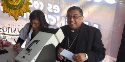 FOTOS. Captamos al Arzobispo Óscar Julio Vian al renovar su licencia