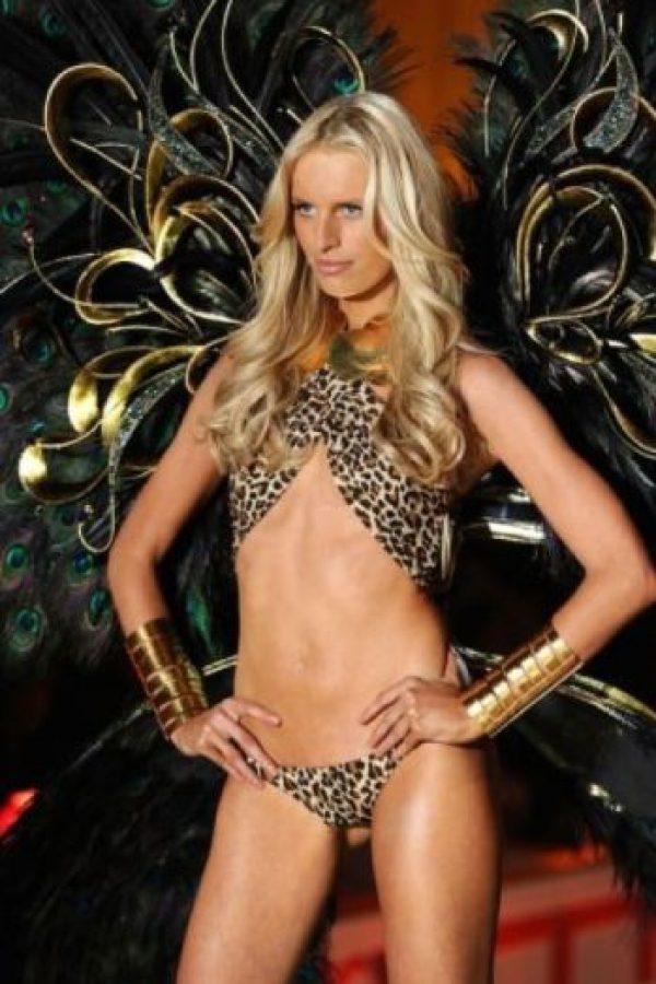 Karolina Kurkova: La modelo de Victoria's Secret no tiene ombligo. Su vientre es diferente al de los demás debido a una cirugía a la que se sometió durante la infancia. Foto:Getty Images