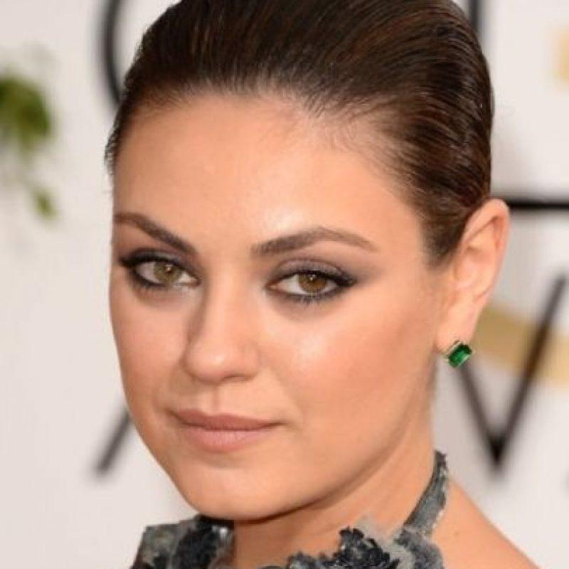 Mila Kunis: Heterocromía, una anomalía de los ojos en la que los iris son de diferente color. Puede llegar a afectar la piel o el cabello. Puede ser ocasionada por una enfermedad, una lesión o un rasgo genético heredado. Foto:Getty Images