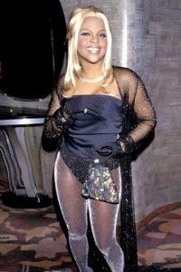 Lil Kim siempre ha sido un epítome a la vulgaridad. Aunque en 1998 quiso disfrazarse de Conejita Playboy, así como Bridget Jones, pero mucho peor. Foto:Getty Images