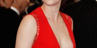 FOTO: Captan a Kristen Stewart de la mano de supuesta novia