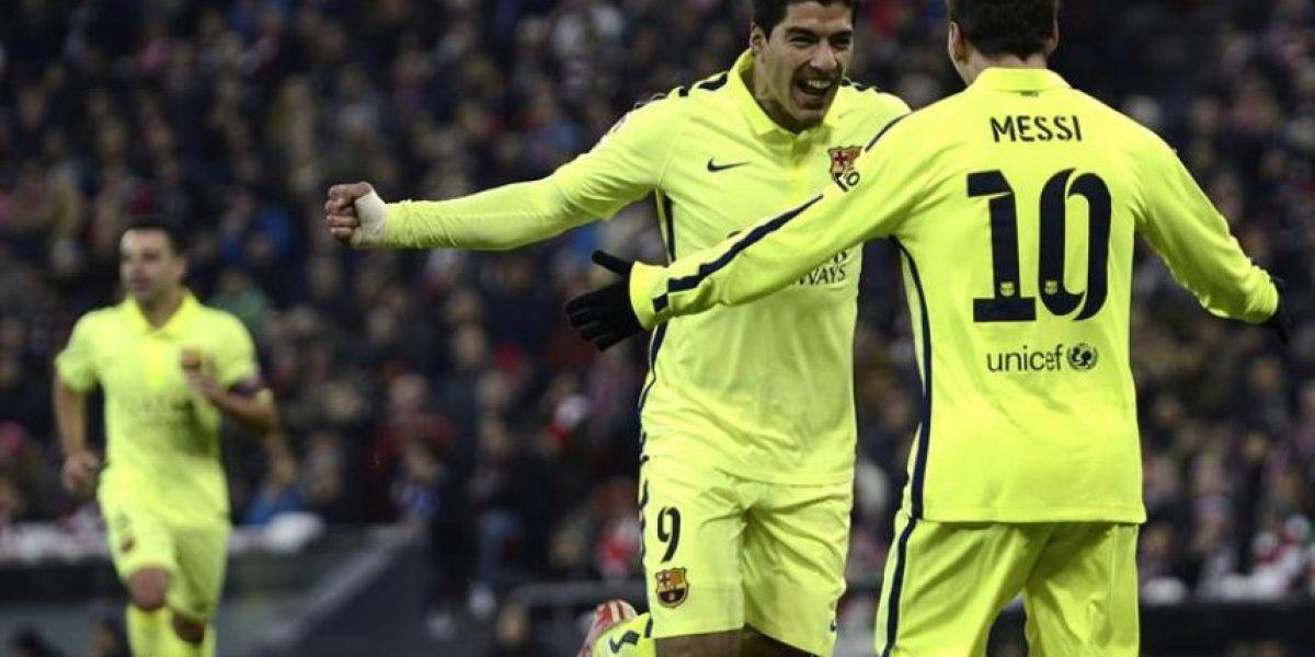 El Barcelona le da una