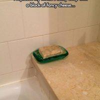 Queso en vez de jabón Foto:Prankked