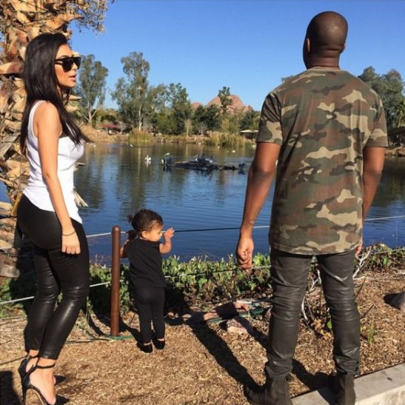 Kim Kardashian y Kayne West llevaron a su hija al zoológico. Foto:Instagram