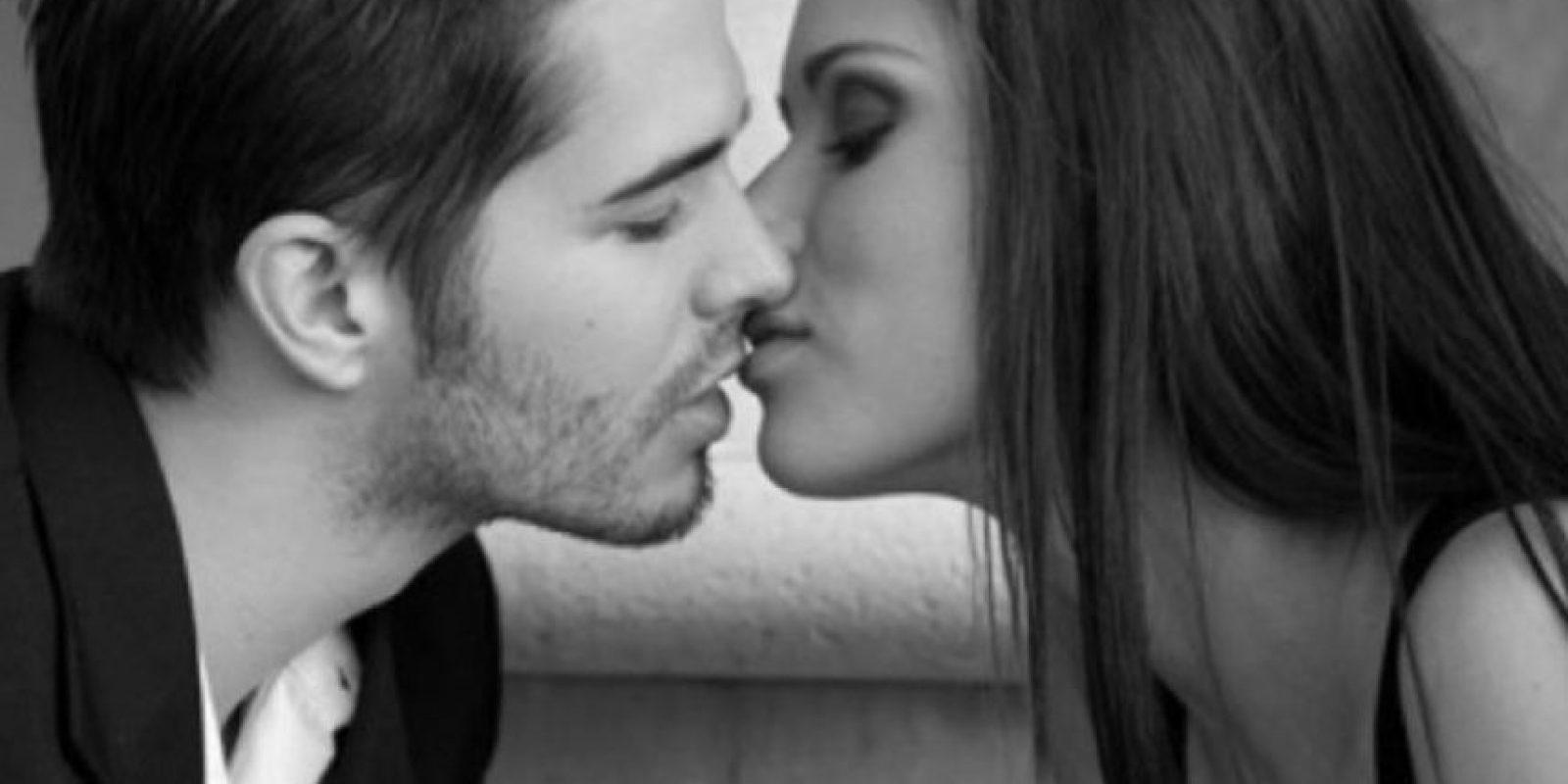Son coquetas. Cuando una persona le atrae a la mujer seductora, dará claves muy explícitas para hacer saber que está interesada y que desea algo más que miradas cruzadas. Foto:Pinterest