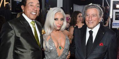 Lady Gaga también llegó con un gran escote Foto:Getty Images