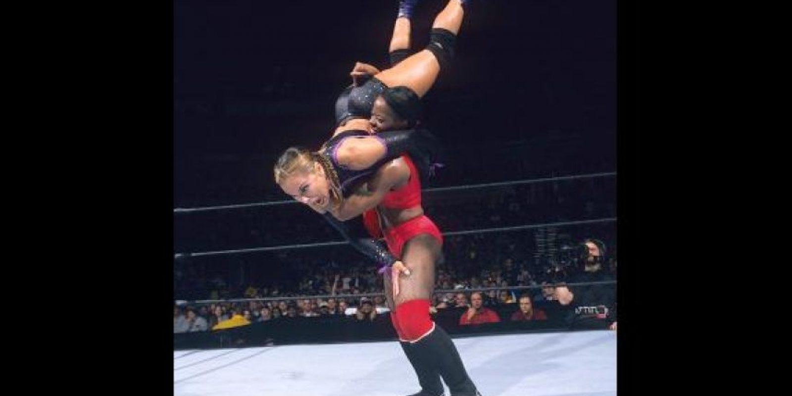 Ha sido la única mujer que gana el Campeonato de Peso Crucero Foto:WWE