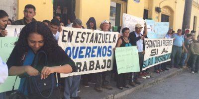 Vecinos protestan en la PDH por la anulación del salario de Q1,500