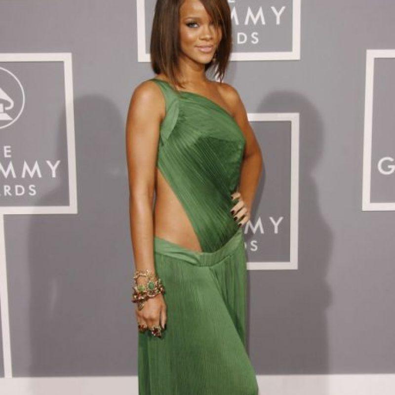 Rihanna, en 2007, también parecía salida de un prom caribeño. Foto:Getty Images