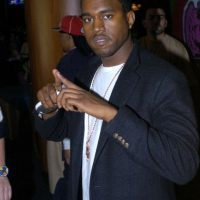 Kanye West en 2004, fingiendo ser un rapero humilde y ascendente. Foto:Getty Images