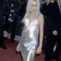 Christina Aguilera, en 2000, representando todos los clichés de la moda de cambio de milenio (por ejemplo, metálico en el vestido y en el maquillaje) Foto:Getty Images