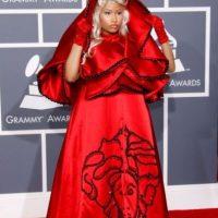 Al año siguiente volvió a impactar con su vestido de Caperucita Roja de Versace. Foto:Getty Images