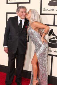 Lady Gaga, brillante y de plateado. Foto:Getty Images