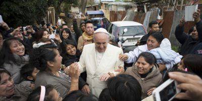 La gente lo invitó a entrar a sus casas. Foto:AP