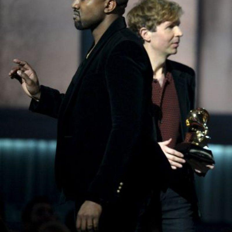 Kanye West subió al escenario mientras Beck recibía el premio a Mejor álbum del año. De acuerdo al rapero, la distinción debió recaer en Beyoncé Foto:AFP