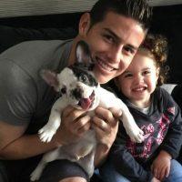 James Rodríguez disfruta tiempo con su hija Salomé y su mascota Tom. Foto:instagram.com/jamesrodriguez10