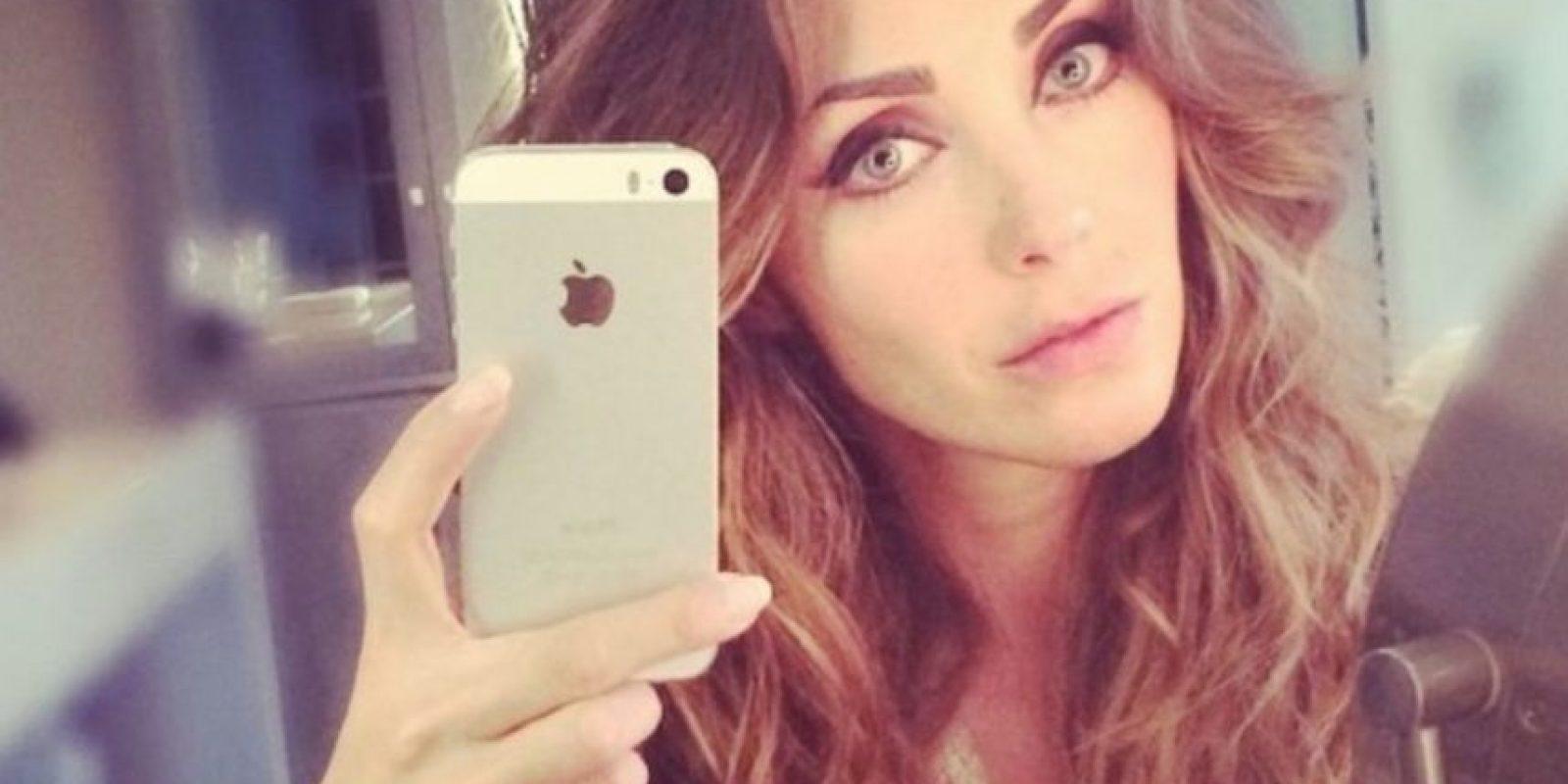 Según expertos, Anahí ha cambiado su nariz, su mentón y sus dientes a través de procedimientos quirúrgicos Foto:Instagram