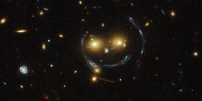 """NASA capta a una galaxia """"sonriendo"""""""